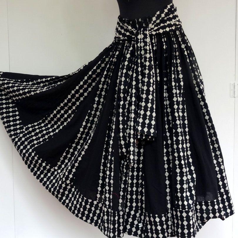 c4c05bd33 Jupe longue noire et blanche en coton , imprimée motifs losanges, 45 ...