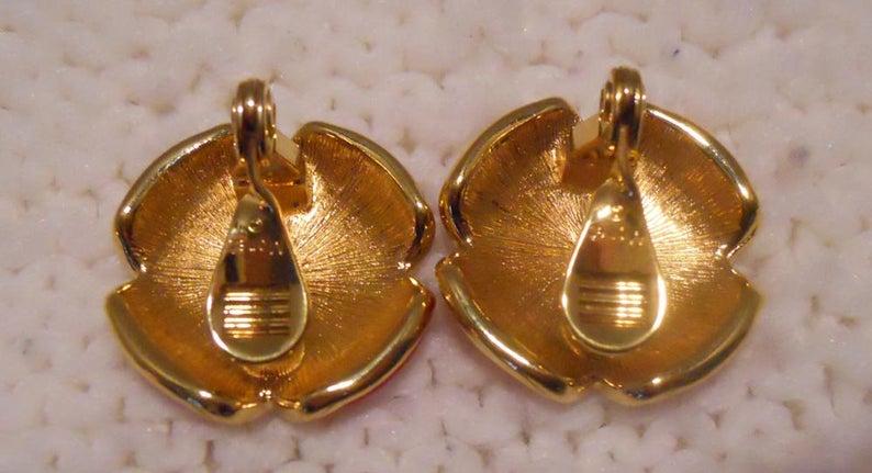 Metal earrings Clip on clasp Vintage earrings Clip on earrings Oval earrings Oval clip on earrings art Old earrings Antique earrings