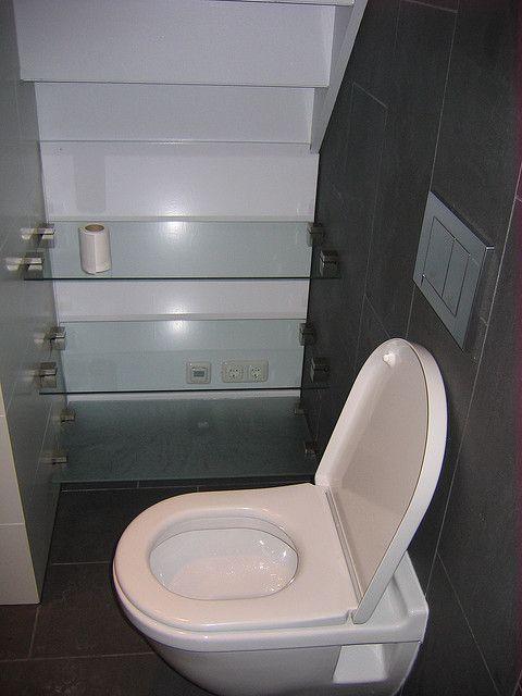 glazen platen in badkamer onder trap by tom van gemert, via flickr, Badkamer