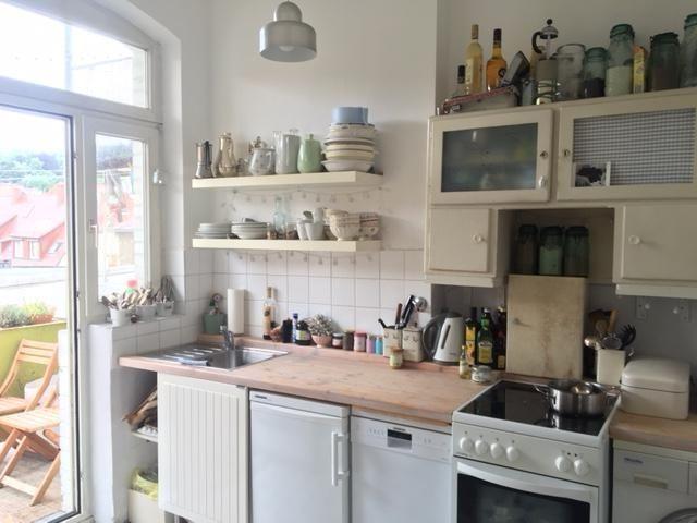 Gemütliche Küche im Stuttgarter Westen mit Balkonzugang und großem ...