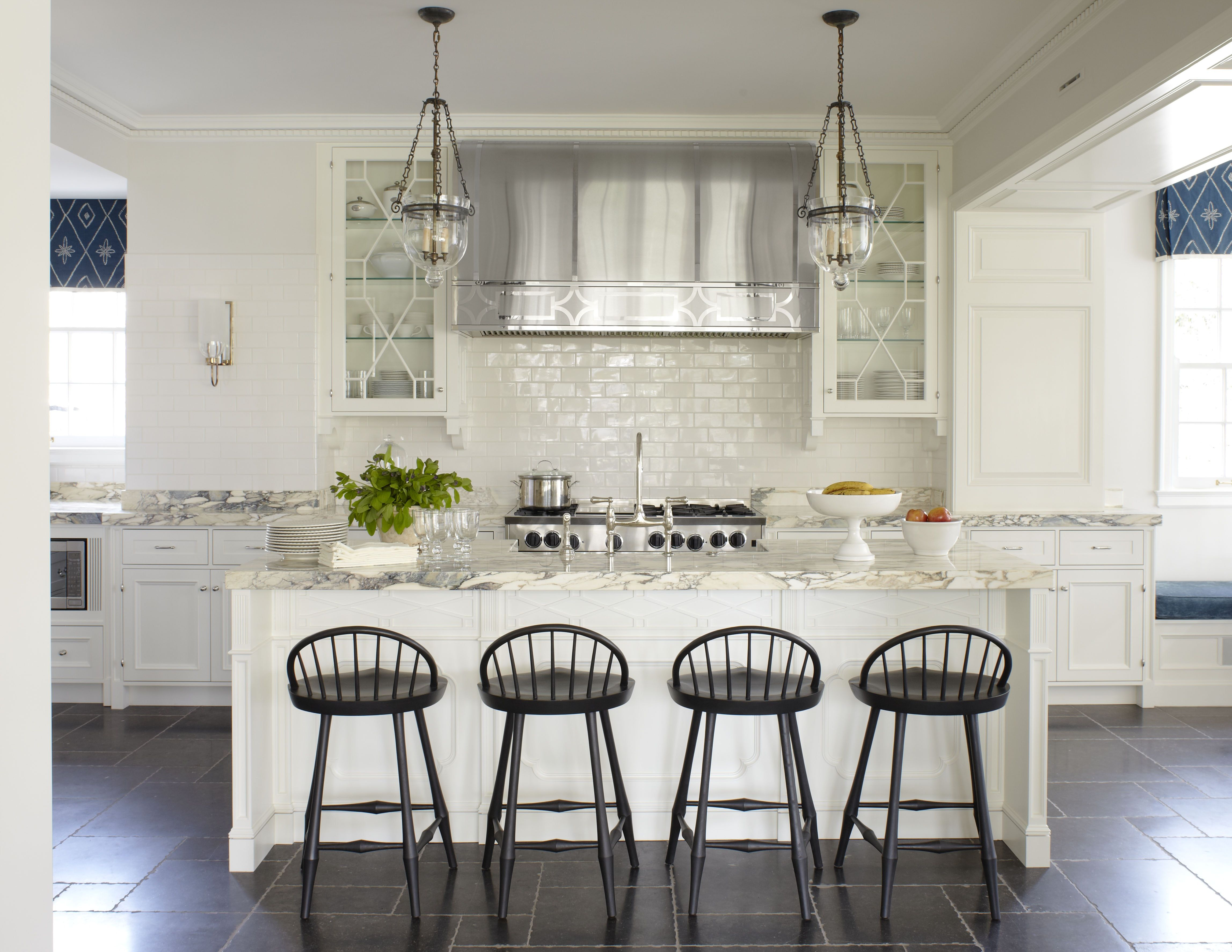 Extra large kitchen with island and bar seating, pendant lighting ...