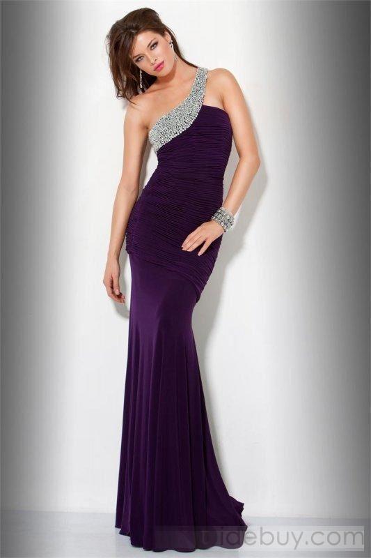 Tek omuz, taşlı, bordo bir gece elbisesi   Gece Elbiseleri   Pinterest