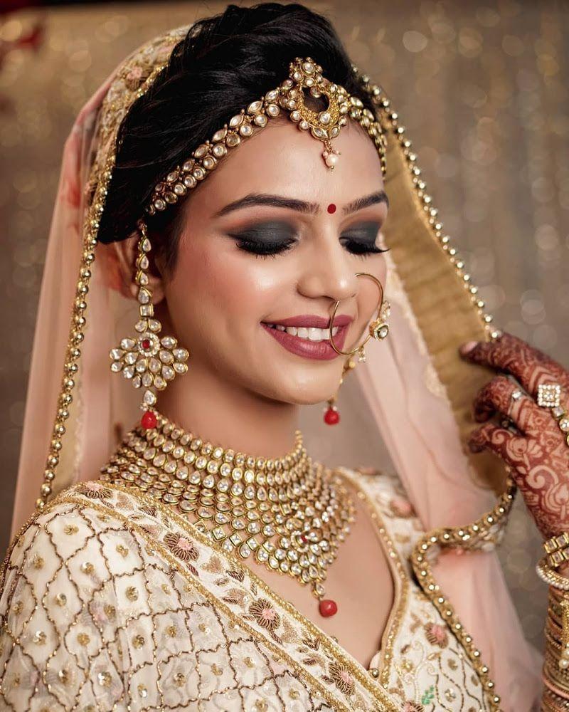 Bridal Makeup Bride Wearing a Gold Choker with a Smokey