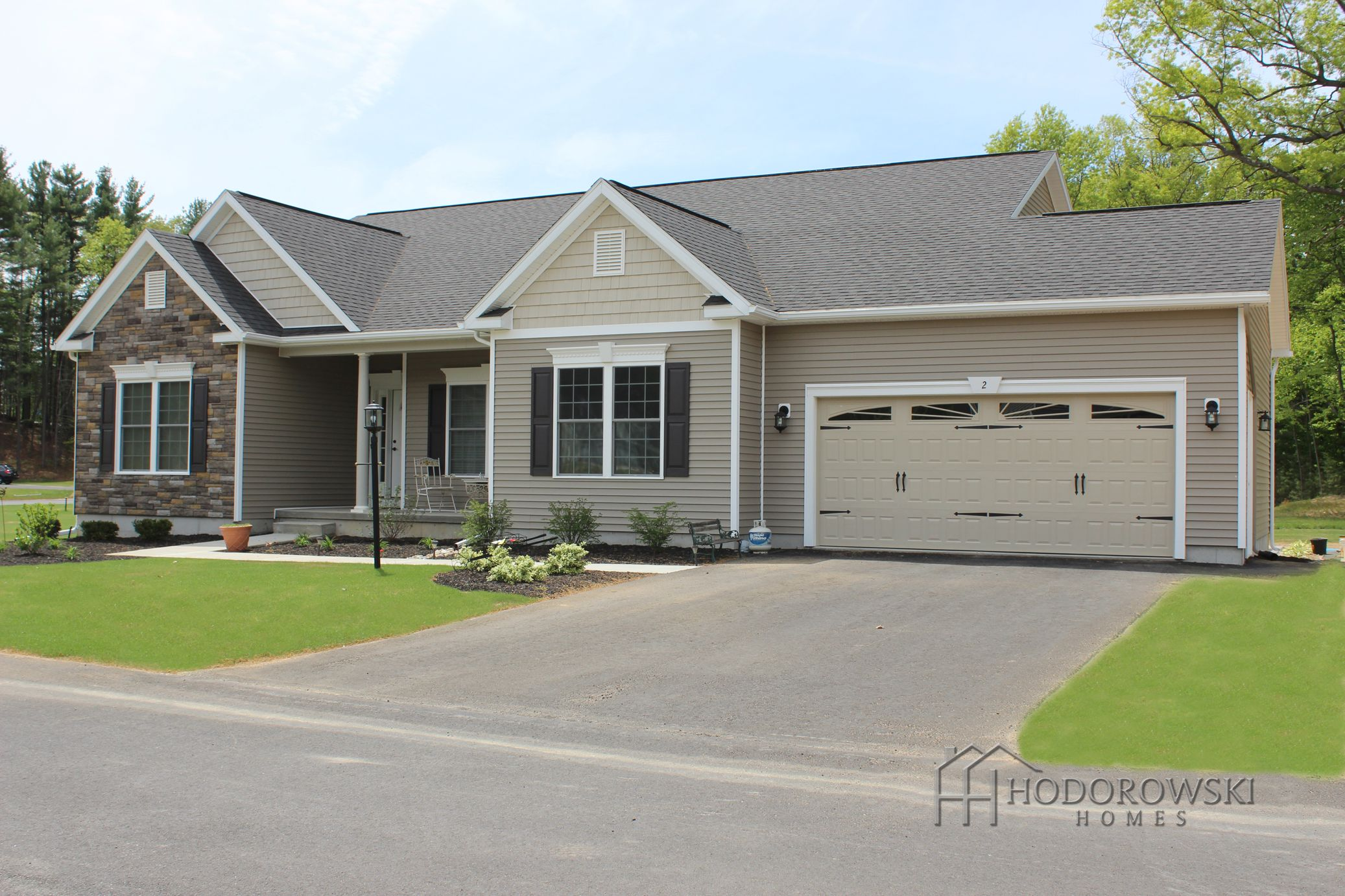 This Aqueduct ranch design has 'High Sierra' vinyl siding ...