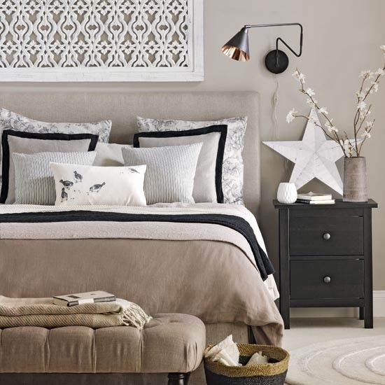 Neutral Master Bedroom Decorating Ideas: Neutral Bedroom With Black Accents