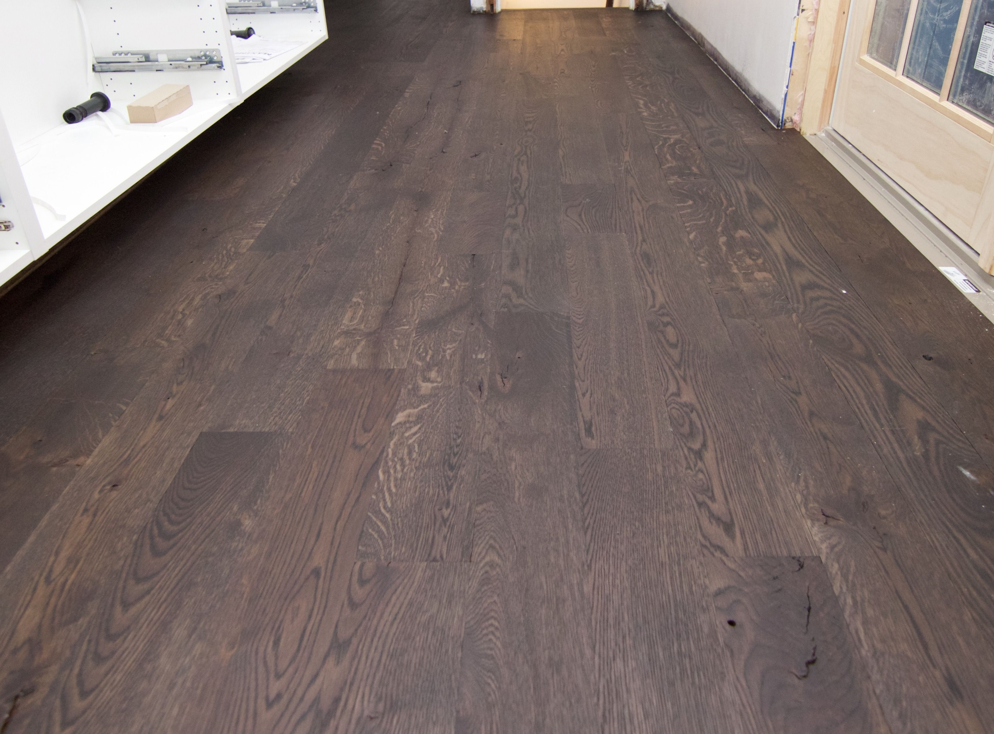 Wire Brush Live Sawn 5 White Oak Hardwood Flooring With Ciranova S Burnt Reactive Stain And Loba Transpa Impact Oil