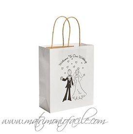 Scegli la tua BUSTA CARTA da riempire:<br /><br />WEDDING BAG - <br />'SPOSI FUMETTO'<br /><br /><br /><br />Per i vostri inviati una busta in carta con manico di iuta.<br />Scritta sulla busta: Welcome to Our Wedding<br />(Benvenuti al Nostro Matrimonio)<br /><br />Misure busta : 19,05 x 22,8 x 8,9 cm ca<br />Vendute in confezioni da 12 buste<br /><br />PREZZO per confezione da 12 buste: 9,99 €<br /><br /><br />cod. #FE13606649