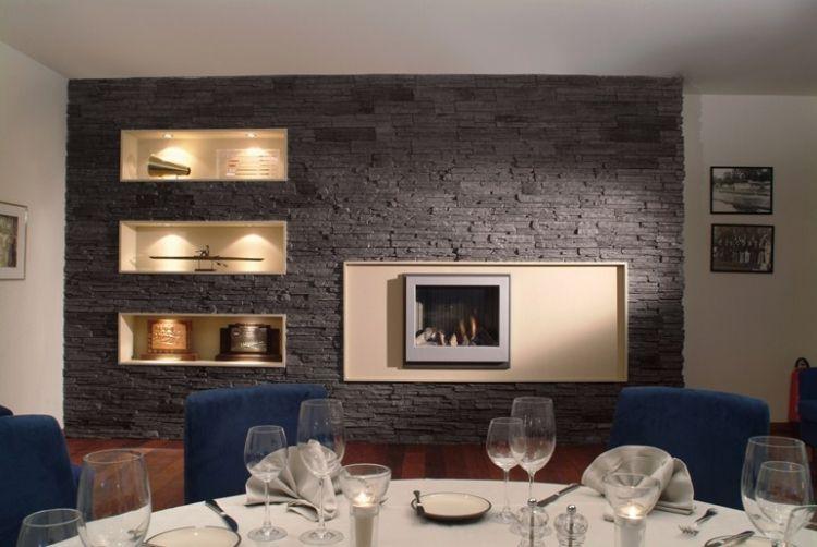 Verblendsteine in Anthrazit Farbe - Kamineinsatz und beleuchtete - wohnzimmer mit steinwand