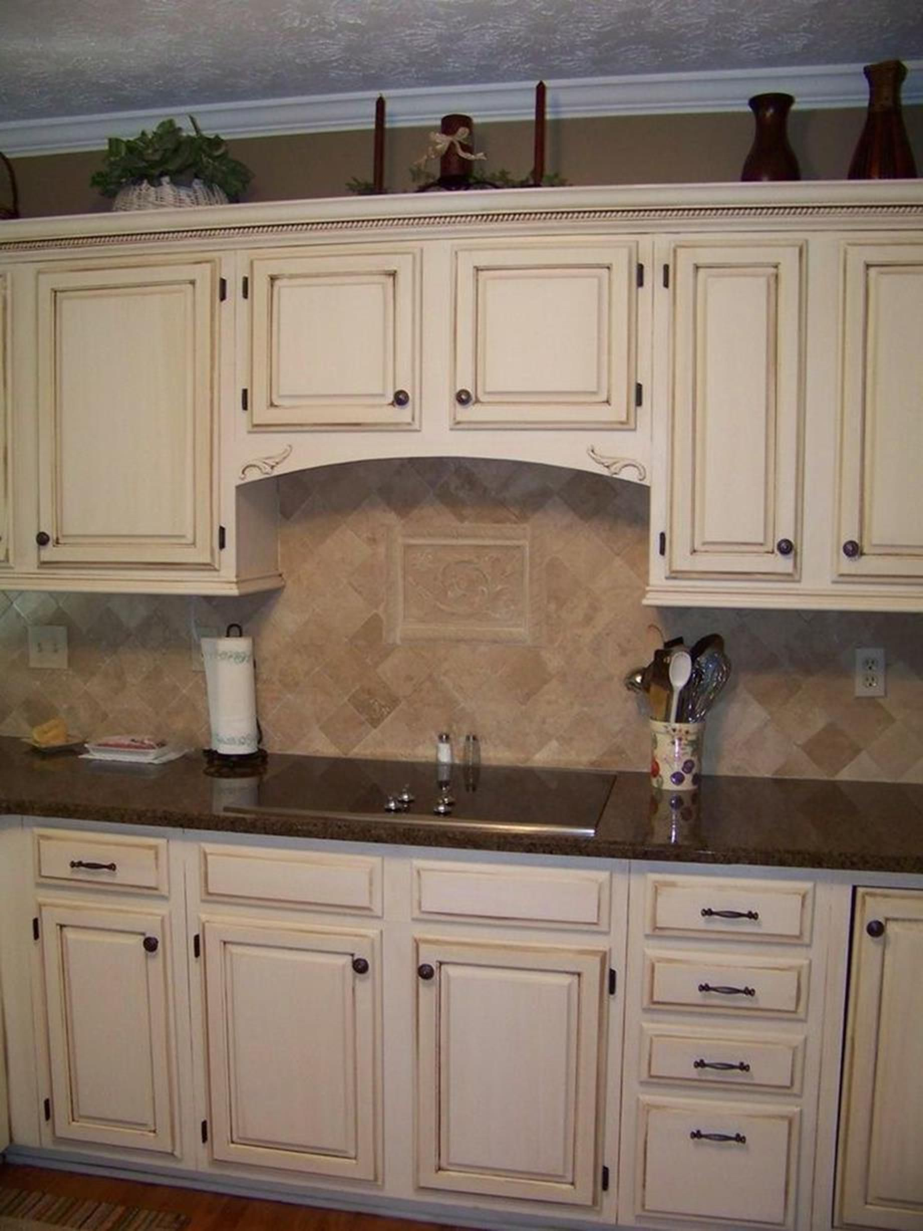 20 perfect kitchen wall colors with oak cabinets for 2019 kitchen cabinet colors cream on kitchen hutch id=89657