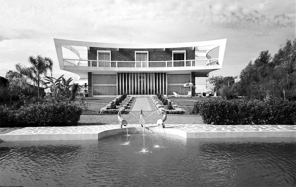 Villa zevaco devenue chez paul maroc pinterest villas futuristic architecture and for Construction villa casablanca