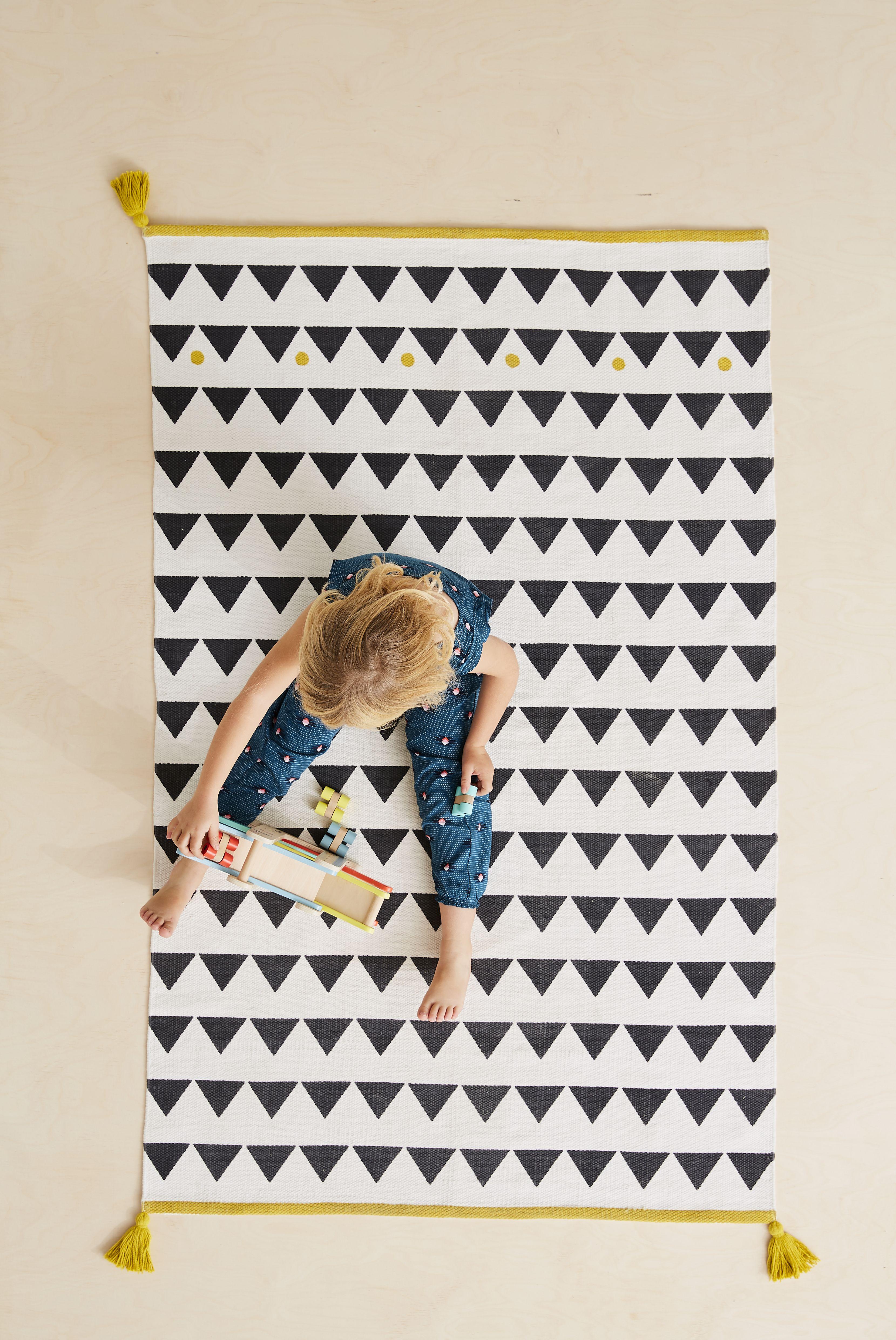 Tapis A Pompons Et Triangles Atlas Noir Et Blanc Vertbaudet Tapis Chambre Bebe Tapis Chambre Enfant Tapis