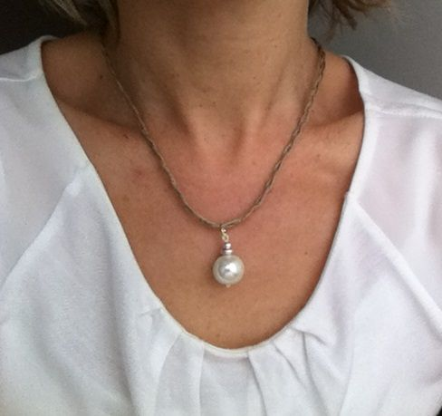 Collier lin tressé pendentif pendule blanc Please follow and like us: