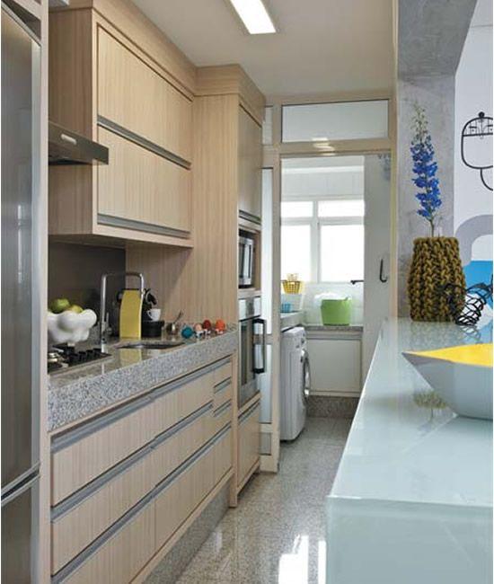 Linda cozinha para apartamento pequeno com madeira for Modelo apartamentos pequenos