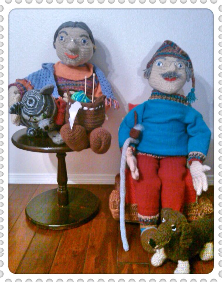Helga and Norbert enjoy the coziness and tackle the year quietly. #crochet #knitting #yarn