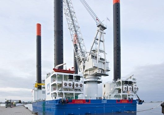 Jack-Up barge 'THOR' Upgraded and Serviced at Hannoverkai Terminal in Wilhelmshaven. At the docks of the Niedersachsen Ports, HOCHTIEF's jack-up barge, which has been in service since 2010, is being technically upgraded and serviced as planned.