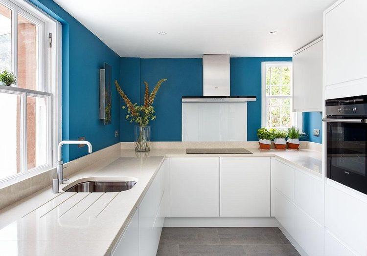 blauer Farbanstrich in der modernen weißen Küche Ideen rund ums - bilder in der küche