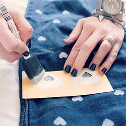 Use this simple tutorial to make your own Heart-Patterned Jeans!