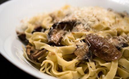 Fettuccini con salsa de champiñones