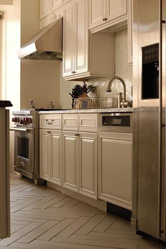 Gorgeous Kitchen Scottie Lee On Gardenweb Ivory Cabinets Herringbone Chevron Stone Floors Marble