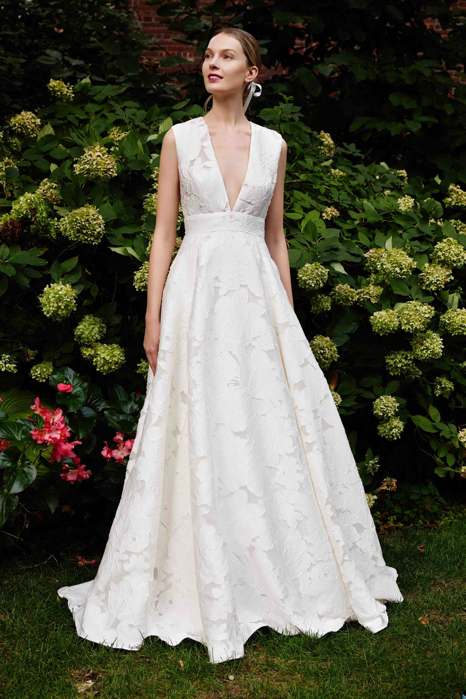 45f22c943c How to Choose The Best Wedding Dress Shape For Your Body