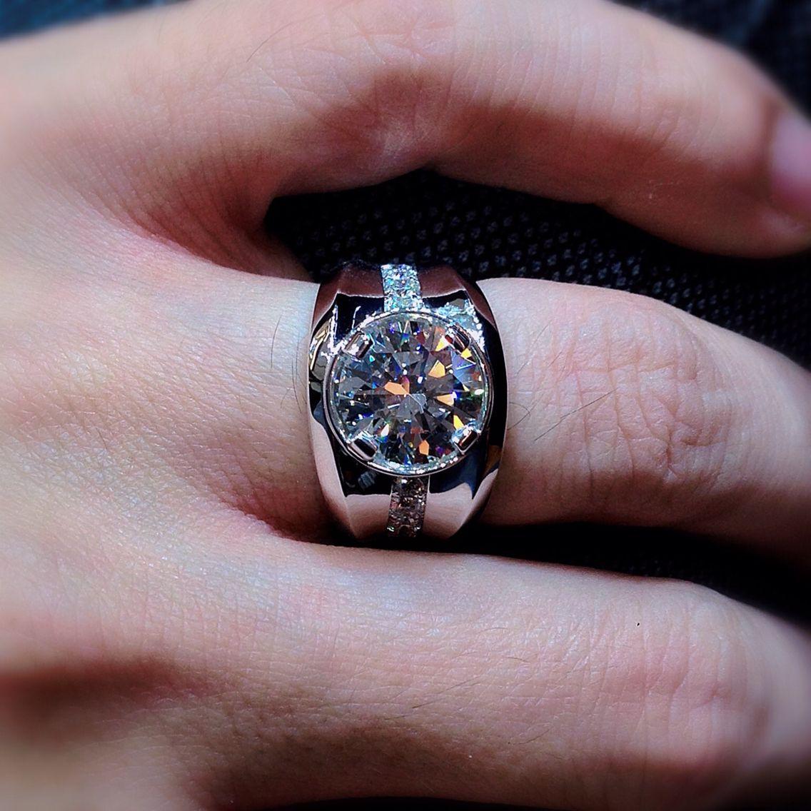 Diamond Gentleman's Ring Featuring 4.32cts Round Brilliant