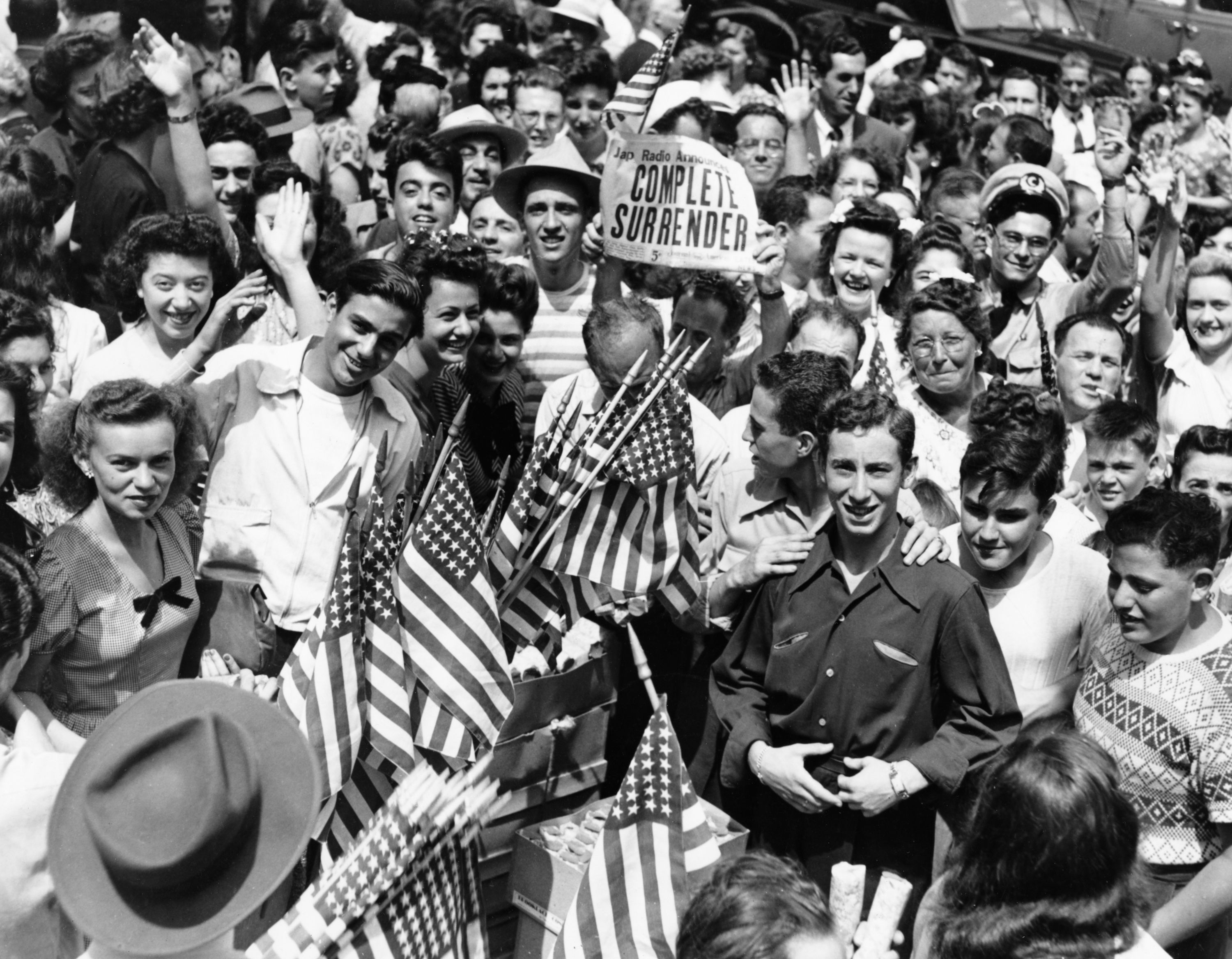 70th Anniversary The End Of World War Ii America Celebrates Crowds In America Celebrate The