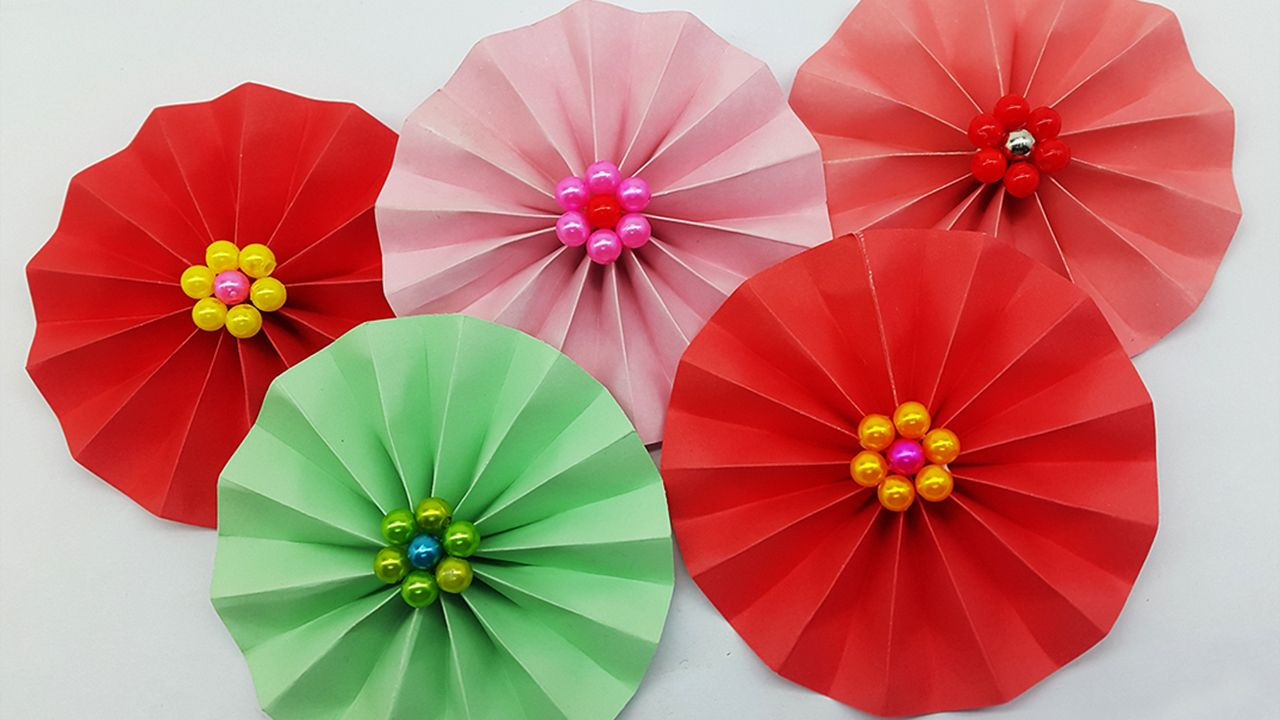 Paper flower making easy paper crafts and diy tutorial for kids and paper flower making easy paper crafts and diy tutorial for kids and all if you learn how to make paper flowers at home easy then you can follow the video mightylinksfo