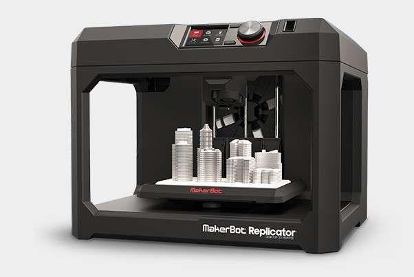 L'impression 3D est une technique de fabrication dite additive qui procède par ajout de matière, contrairement aux techniques procédant par retrait de matière comme l'usinage. L'impression 3D...