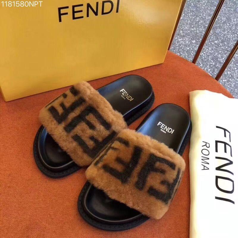 Fendi woman fur slippers point head