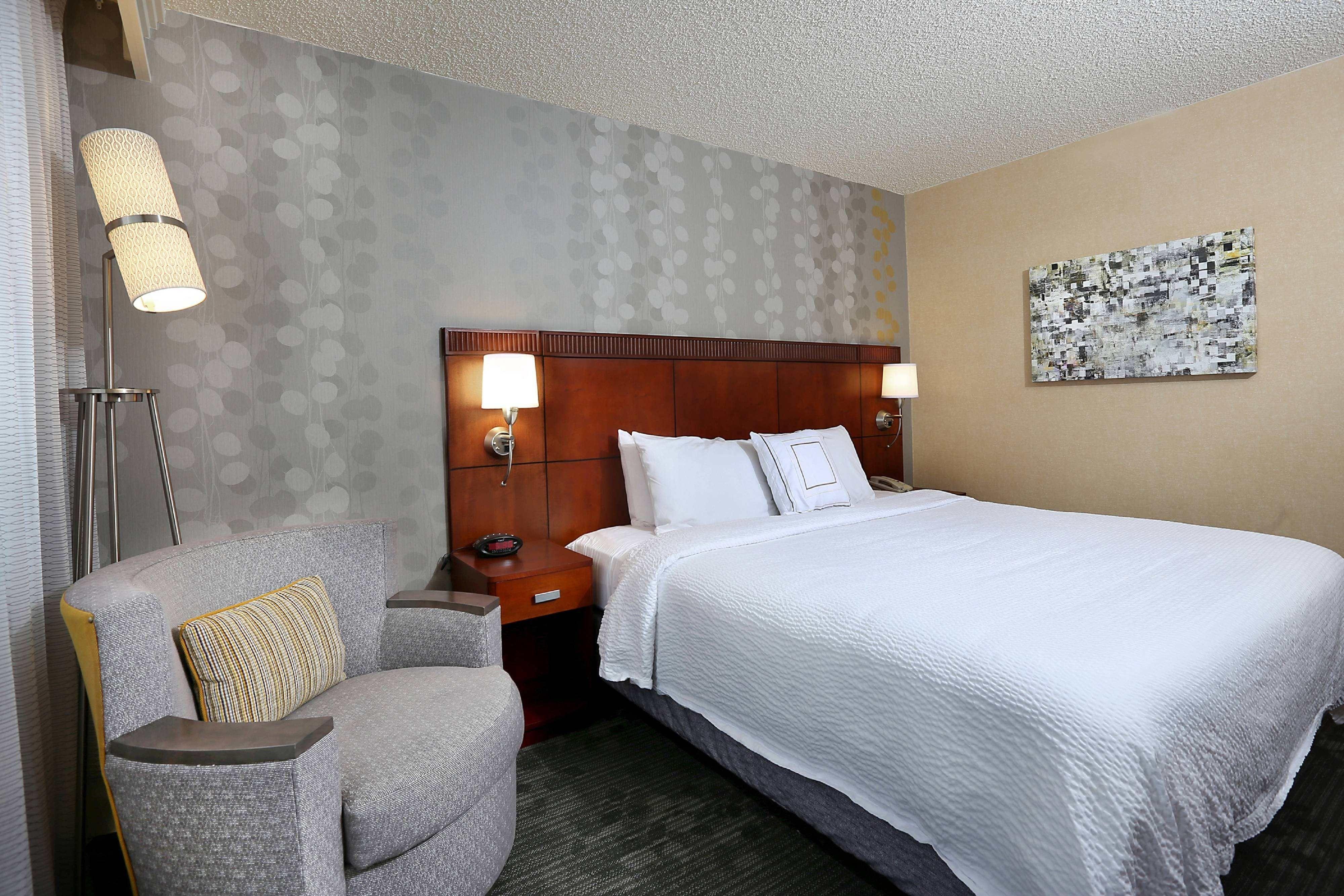 Courtyard Denver Cherry Creek Smaller Queen Guest Room