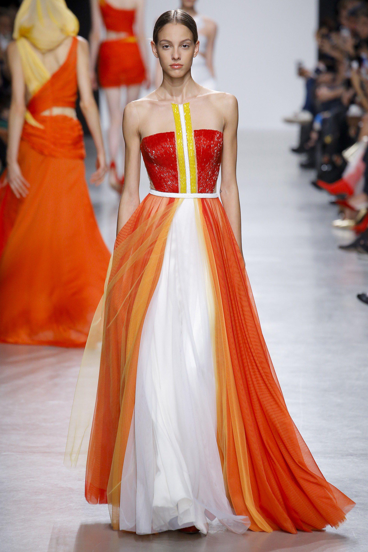a7f2d52b40ef Valentin Yudashkin Spring 2018 Ready-to-Wear Fashion Show