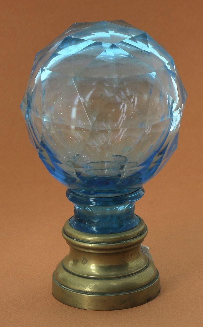 Souffleur De Verre Ile De Ré boule de rampe d'escalier ancienne en verre bleu et base