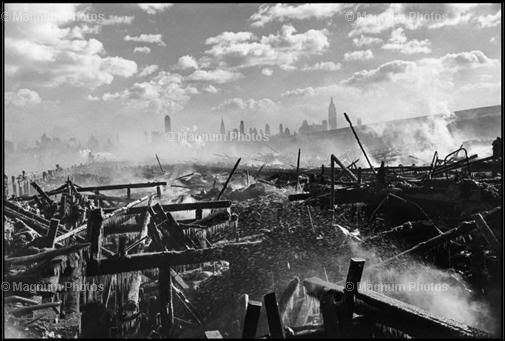 Incendi a Hoboken, davant Manhattan, 1947