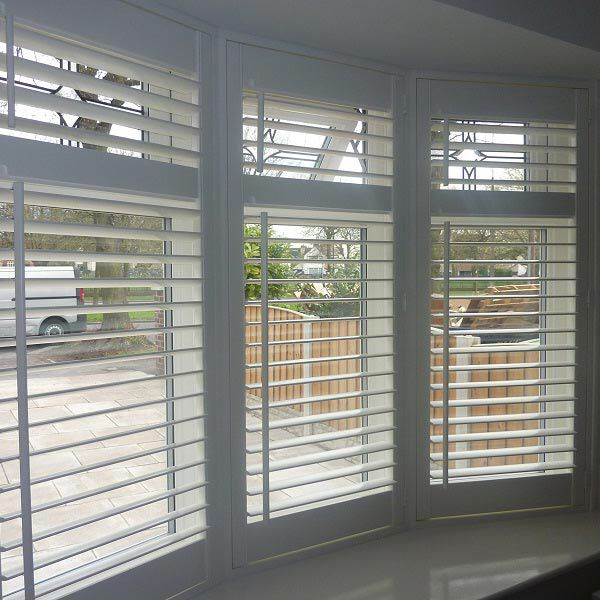 Wooden Venetian blinds bay window … | window t…