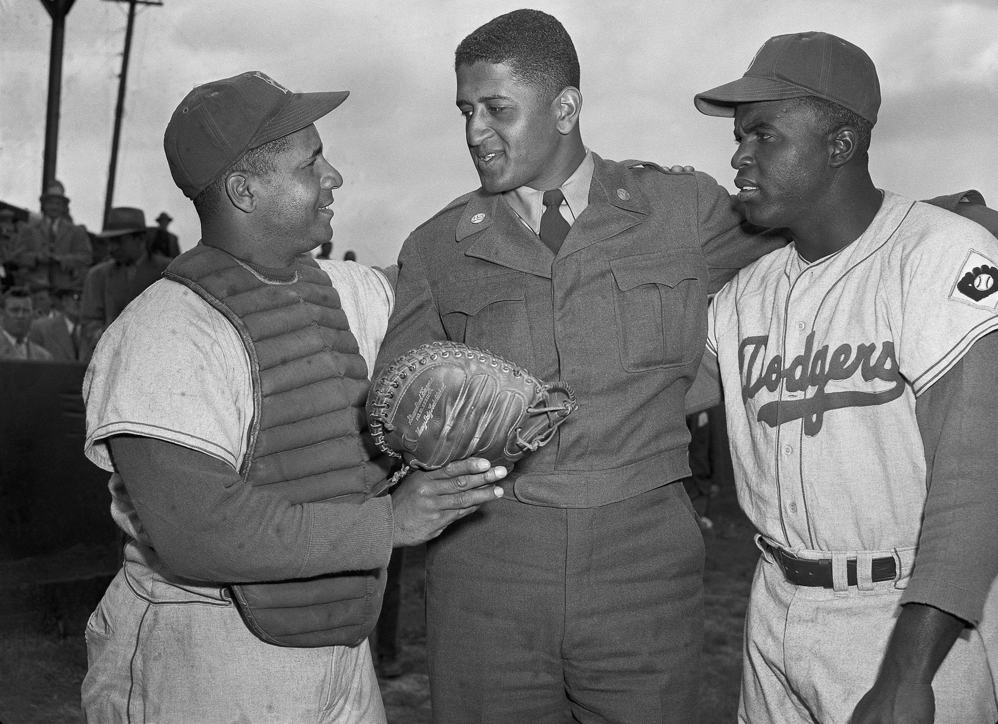 brooklyn dodgers roy campanella don newcombe and jackie 1952 brooklyn dodgers roy campanella don newcombe and jackie robinson