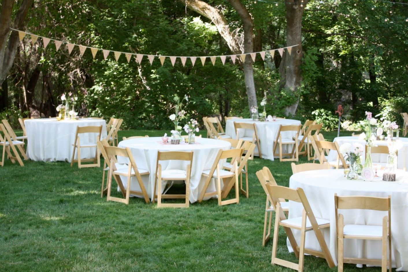 Casual Backyard Wedding At Home | Cheap backyard wedding ...