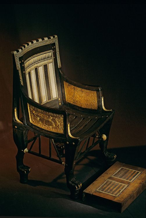 Child 39 s chair with footrest kv62 tutankhamun and the for Schaukelstuhl luxor