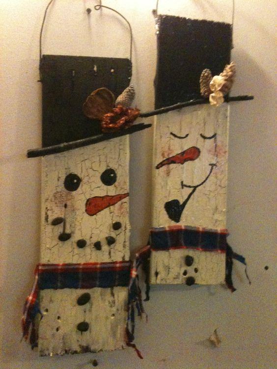 Hombre de nieve hecho en paletas de madera vieja for Manualidades con madera vieja