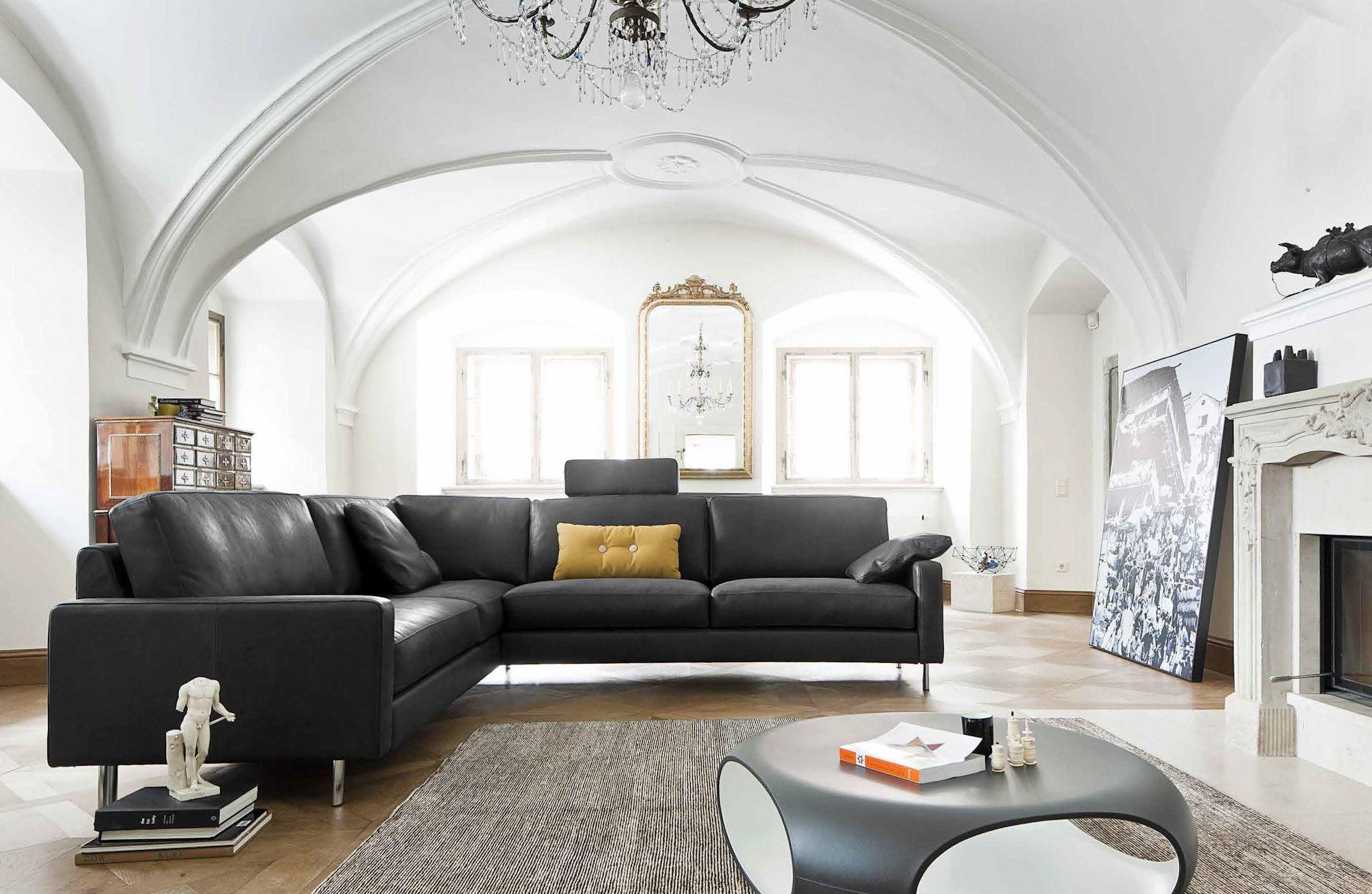 LOUNGE Sofa hechtdesign ausgestellt in der hecht designfabrik kirchentellinsfurt Im Hintergrund occhio sento leuchten Design Axel Meise Pinterest