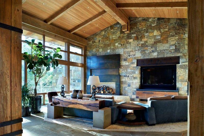 Wohnzimmer mit Holzdecke, Natursteinwand und gemütlicher - moderne holzdecken wohnzimmer