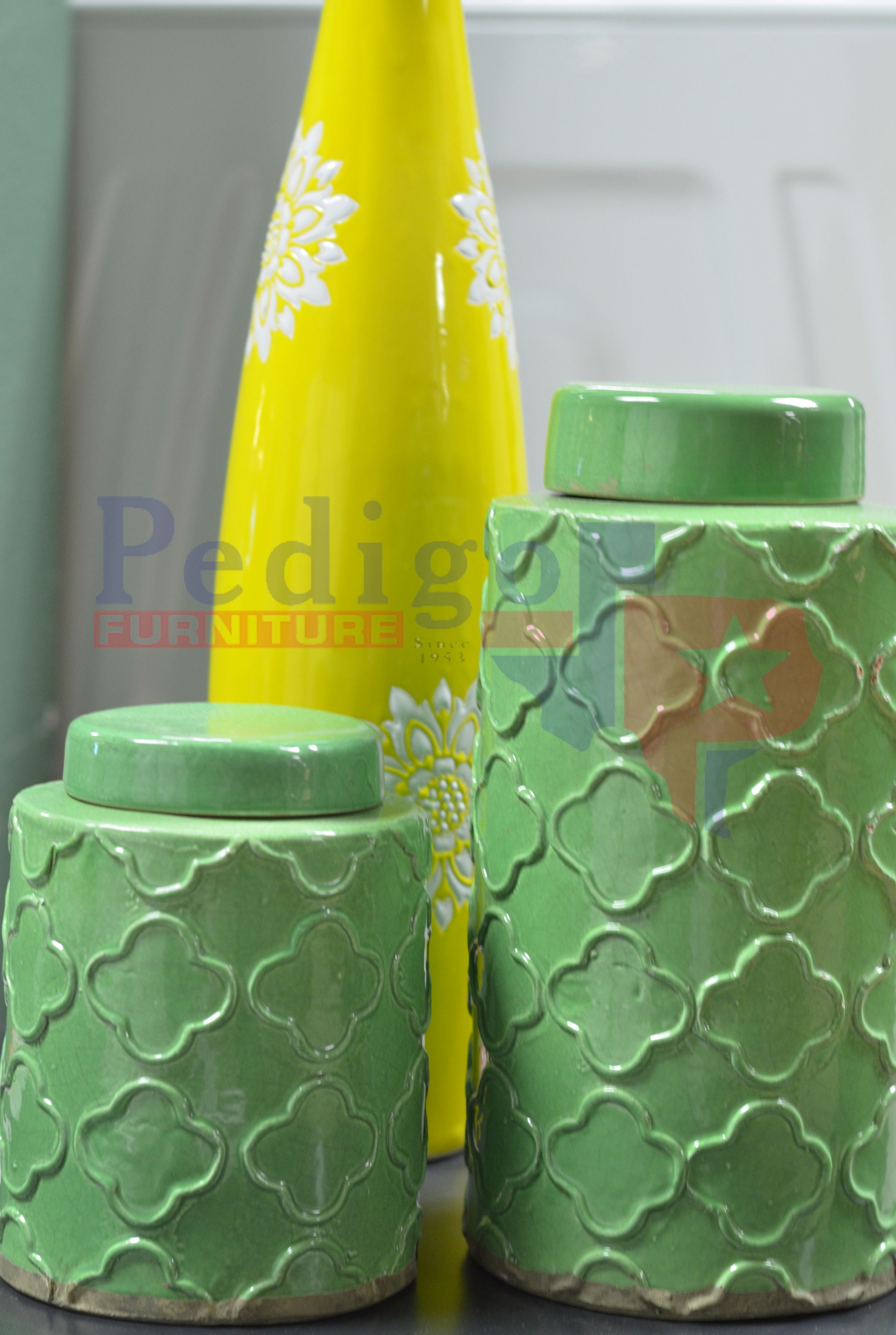 Green ceramic accents! That yellow one totally photo-bombed!!