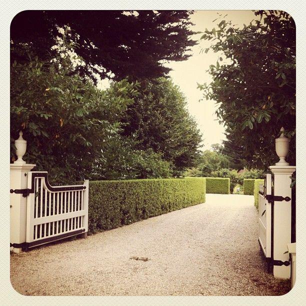 90 Incredible Modern Farmhouse Exterior Design Ideas 12: Jardins Vous Me Faites Rever!
