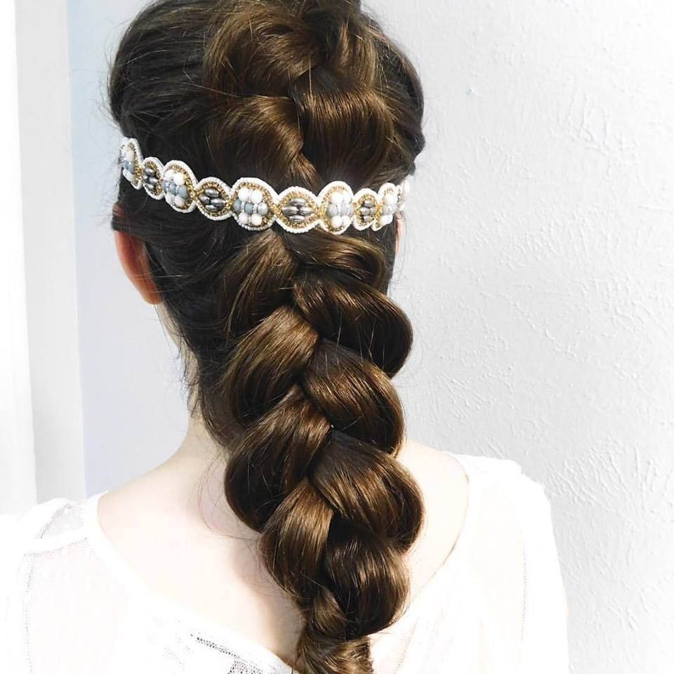 Bridal Hair Accessories Online Hair Accessories Hair Accessories For Brides Hair Accessories Online Hair Accessories Stylish Hair Hair Jewelry Hair Styles