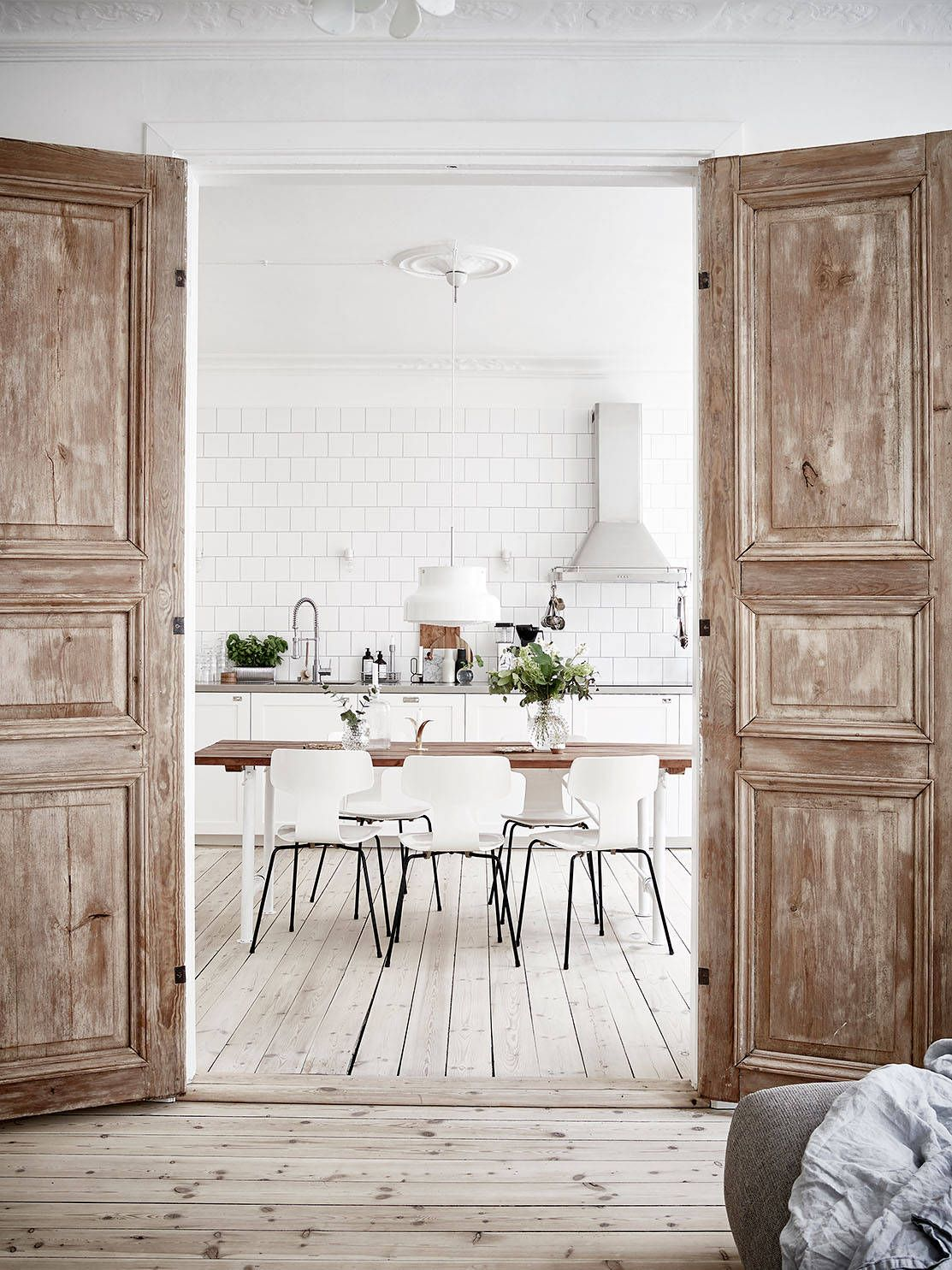 Un apartamento para soñar despierto wood doors apartments and doors