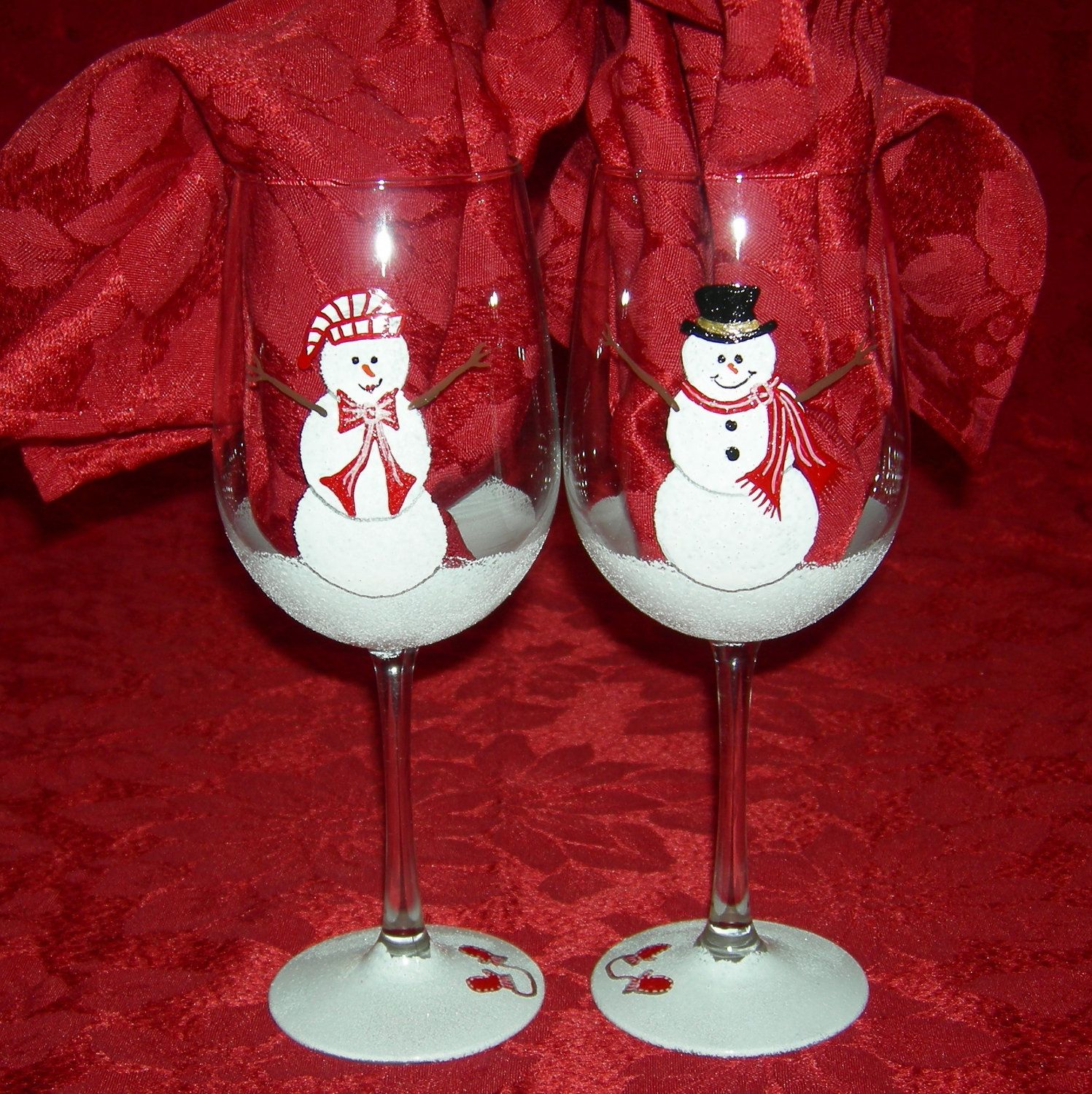 Holiday snowman hand painted wine glasses christmas for Hand painted wine glass christmas designs