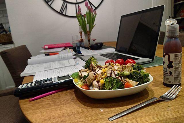 Lunchpaus  Kycklingsallad overload  #healthygains
