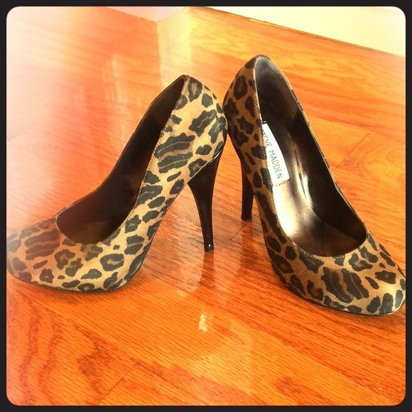 "Steve MaddenLAST CHANCETrinitie leopard pumps Trinitie hidden platform pump. 4 3/4 "" heel with 1"" Hidden platform. Black heel, leopard print pumps. Used a couple of times, I'm going to hate to let this one go! No damage or stains just a few minor scratches on the sole of shoe. Steve Madden Shoes Heels"