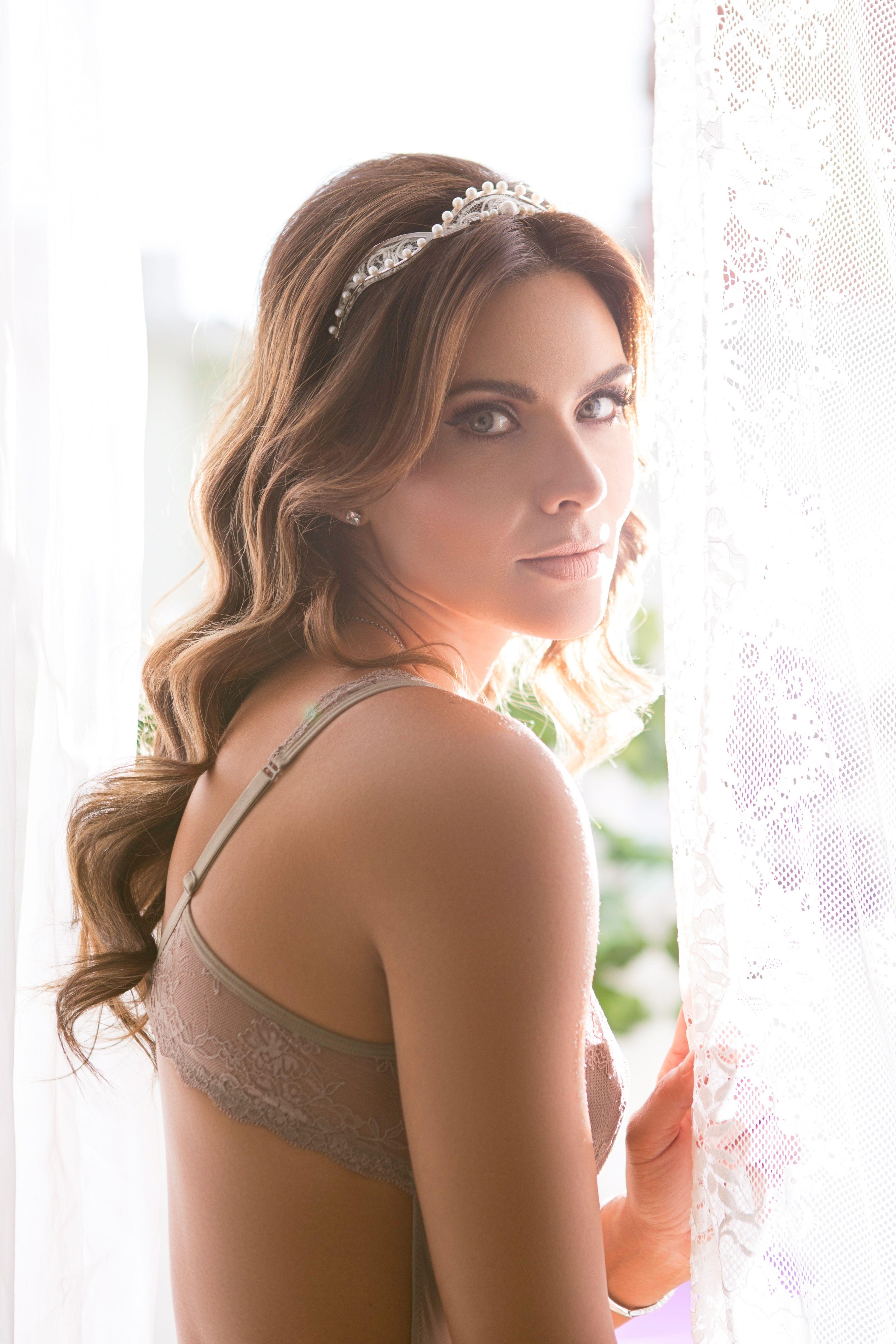 Editorial Bridal Beauty Br - Antes do Altar  Foto: @msteinmeyer  Makeup: @camilaadimakeup Hair: @daniferrarezi  Moda: @diegomontargil Acessórios: @carolbassijewelry Model: @monasantana
