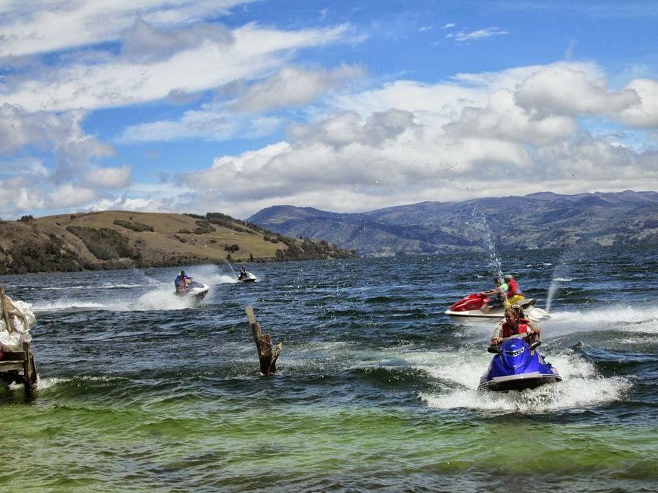 El lago de Tota está rodeado de pintorescos pueblos como Iza ...