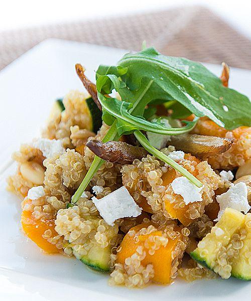Quinoa met pompoen, courgette, geitenkaas en dadels
